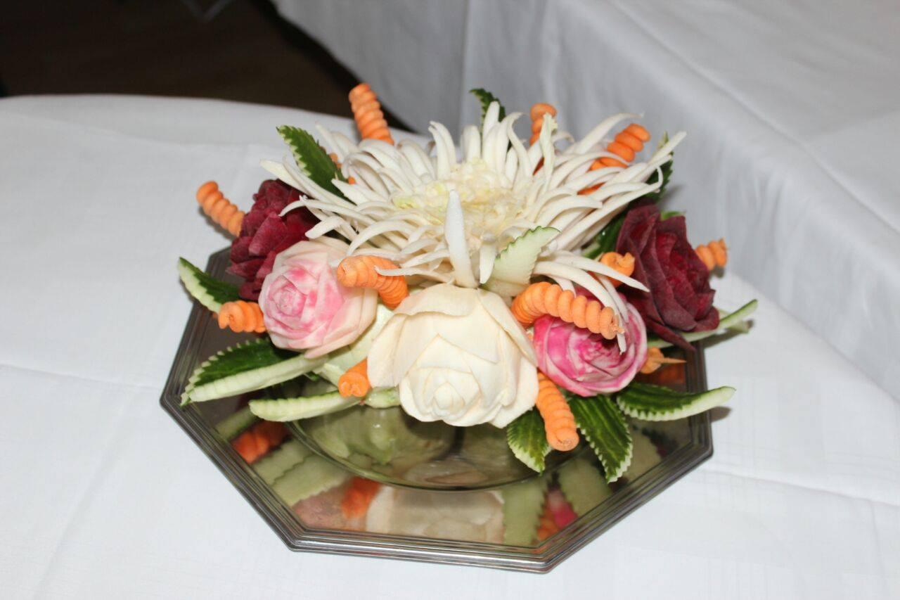 Geschnitztes Gemüse für Büffets